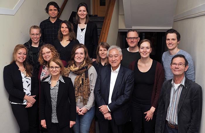 Van boven naar onderen en van links naar rechts: Bas Buiting, Eveline Ackermans, Kitty Kokkeler, Anne Verheijen, Esther Klopper, Jacco Elzinga, Floor Moerdijk, Eline van Otterdijk, Paul Cornelissen, Lianne van der Mooren-Post, Paul Konings (fellows)  Voorste rij: Elle van Kuijk (manager PPA), Frans Que (psychiater, kerndocent), Vic Beulen (sr.onderwijsadviseur PPA/leerbegeleider fellowship).  Niet op de foto: Olga van der Hoogte (fellow), Femke Vrieling (projectondersteuner PPA) en Jolies Smits en Mario Braakman (psychiaters/adviserende rol fellowship).